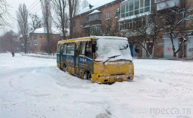 Москва выбралась из-под снега. Киев - нет (6 фото)