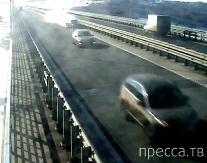 Из-за Форда Мондео влетел в металлический разделитель... ДТП на Президентском мосту в Ульяновске