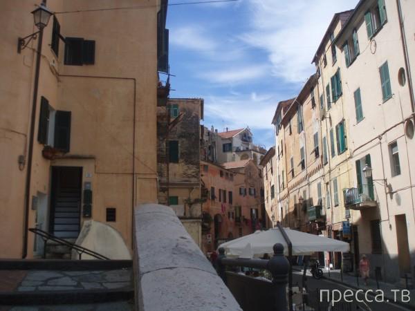 Империя - небольшой итальянский городок (19 фото)