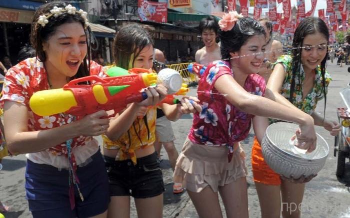 Топ-15. Самые буйные и красочные фестивали мира (16 фото)