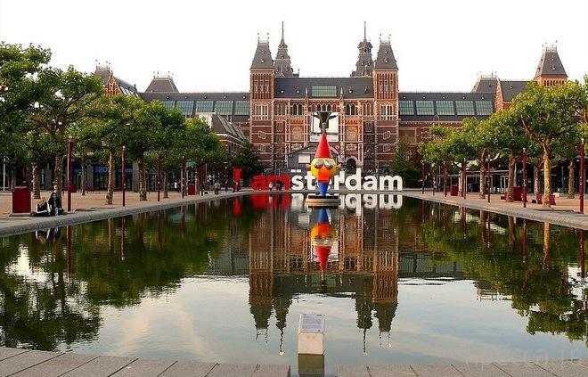 Интересные и необычные памятники Амстердама (12 фото)