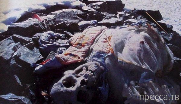 На Эвересте много погибших альпинистов... Жесть! (7 фото)