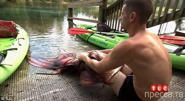 22-летний Эрик Дюшарм утверждает, что он русалка (9 фото + видео)