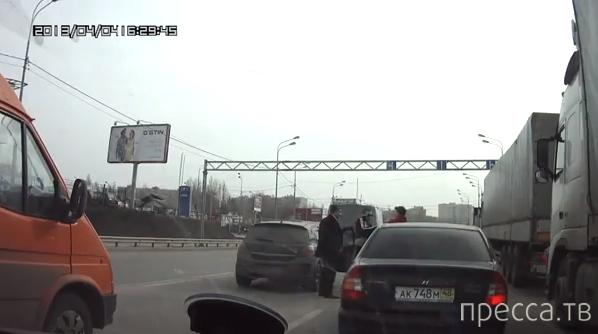 Вдвоем на одного... Разборки на дороге в Воронеже