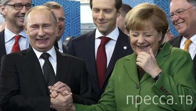 В Германии Femen c голой грудью и матерным посланием прорвались к Путину и Меркель... (6 фото)