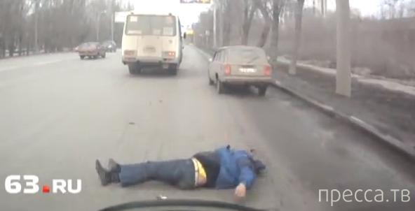 """Погиб мужчина, выпавший из автобуса ПАЗ на """"четверку""""... ДТП в Самаре. Жесть!!!"""