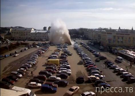 Фонтан кипятка на площади Смоленска...