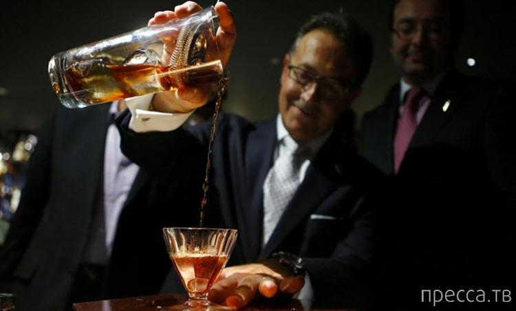 Самый дорогой коктейль в мире - Salvatore's Legacy (6 фото)