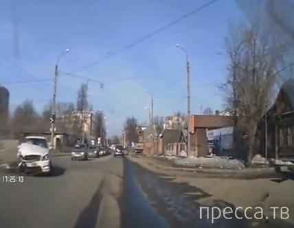 Классика на перекрестке - не проскочил на красный свет... Большая Воробьевская, Иваново