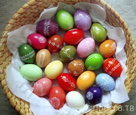 Как правильно красить пасхальные яйца? (3 фото + 5 видео)