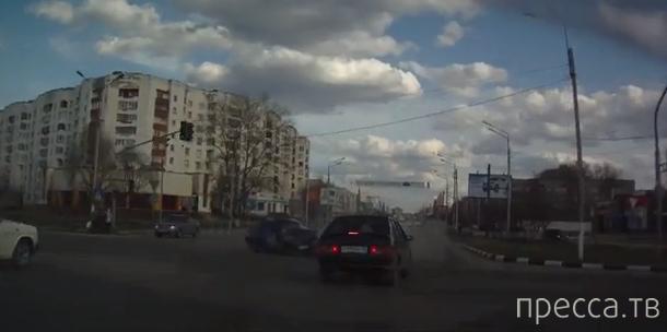 Жесткое столкновение Тойота-Королла с ВАЗ-21101 во Владимире...
