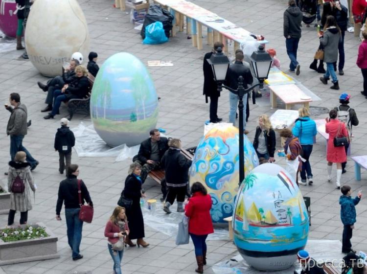 Пасхальные художественные инсталляции в Москве на Кузнецком мосту (15 фото)