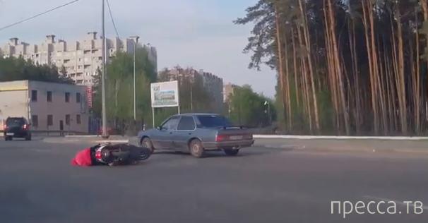 Дед не справился со скутером и упал... ДТП в Воронеже