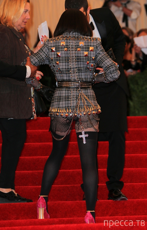 Мадонна очередной раз шокировала своим нарядом (4 фото)