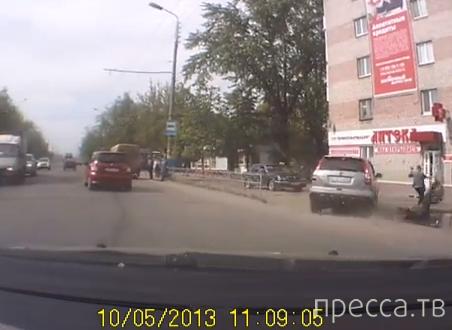 Пьяный водятел при повороте сбил человека и влетел в дом... ДТП в Брянске