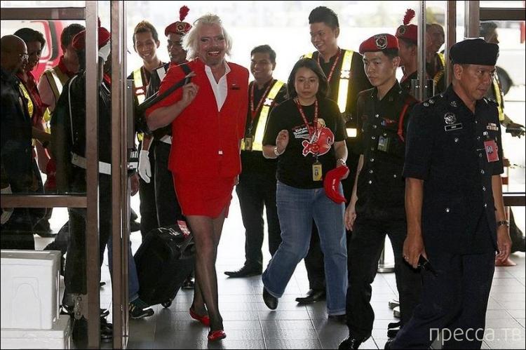 Миллиардер Ричард Брэнсон стал стюардессой из-за проигранного пари (9 фото)