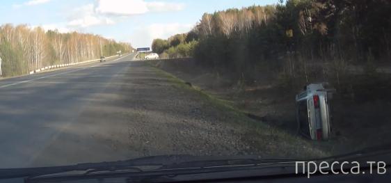 ВАЗ 2114 пытался уйти от столкновения с обгоняющей машиной и улетел в кювет... ДТП на Каменск-Уральском тракте