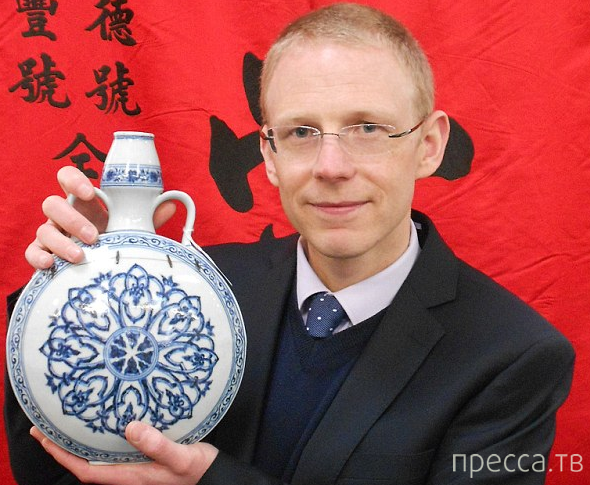 Завалявшаяся на чердаке ваза, продана за 120.000 фунтов стерлингов (3 фото)