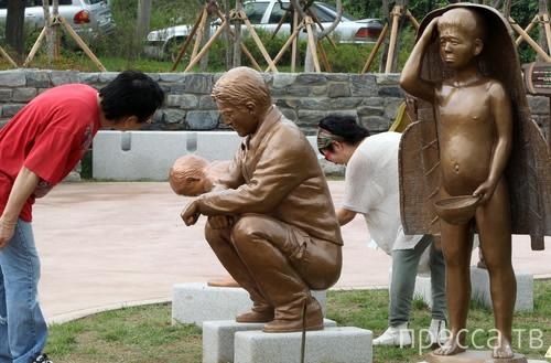 Корейский парк с какающими скульптурами (4 фото)