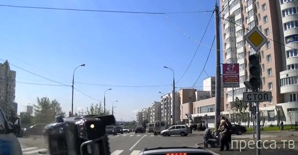 Столкновение с переворотом у неработающего светофора в Митино, Москва