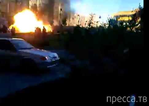 "Взорвался автомобиль возле ТЦ ""Фаворит"" в Тюмени..."