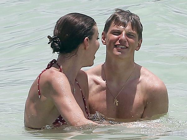 Андрей Аршавин отдыхает в Майями с новой подружкой (7 фото)