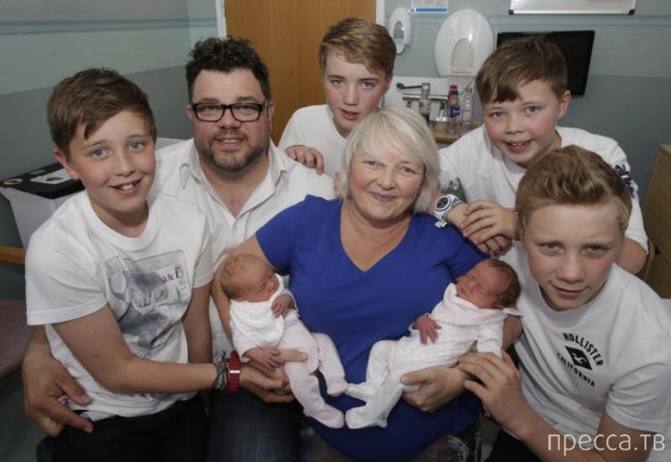 В Шотландии 41-летняя Карен Роджер (Karen Rodger) третий раз за свою жизнь родила пару двойняшек (6 фото + видео)