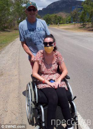 Укус комара приковал девушку к инвалидному креслу (6 фото)