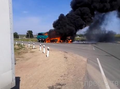 Два человека погибли на месте... Столкновение ВАЗа и КАМАЗа с возгоранием на 239 км трассы Оренбург-Орск. Жесть!!!
