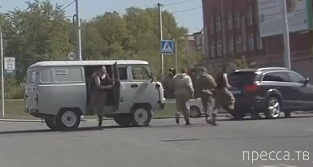 """Водитель джипа решил """"поучить"""" УАЗик и нарвался... ул. Военная, Новосибирск"""