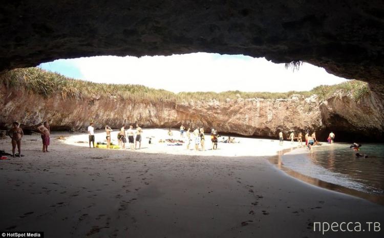 Пустынный пляж на острове Мариета в Пуэрто-Вальярта - самое романтичное место на земле (4 фото)