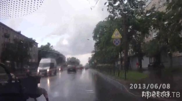 """Водила """"Волги"""" сбил пешехода на переходе и даже из машины не вышел... ДТП в Красном Селе"""