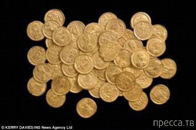 Британец Уэсли Каррингтон нашел клад стоимостью 100.000 фунтов стерлингов (3 фото)