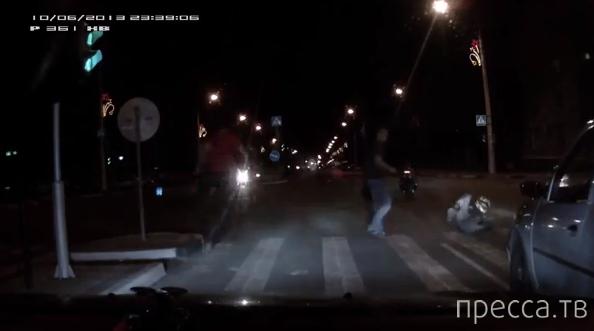 Мотоциклисты после того, как их сбили, полезли драться... ДТП на ул. Мичурина, Белгород
