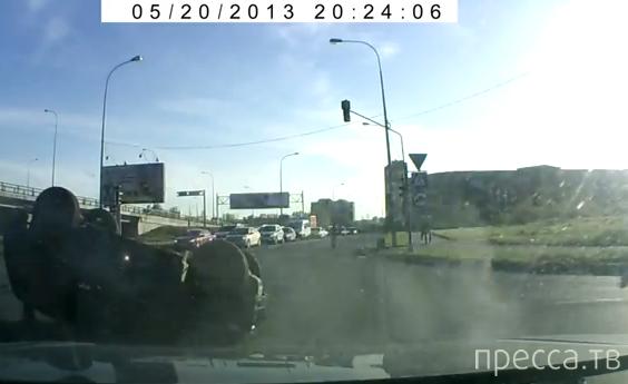 """""""Нива"""" вылетела на красный свет, ударилась о встречную машину и перевернулась... ДТП на пересечении Витебского и Дунайского, Санкт-Петербург"""