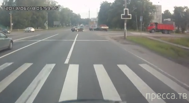 ДТП с участием трех машин на перекрестке в Бронницах...