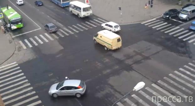 15-летний водитель мопеда двигался по автобусной полосе и был сбит Форд Фокусом... ДТП в Липецке