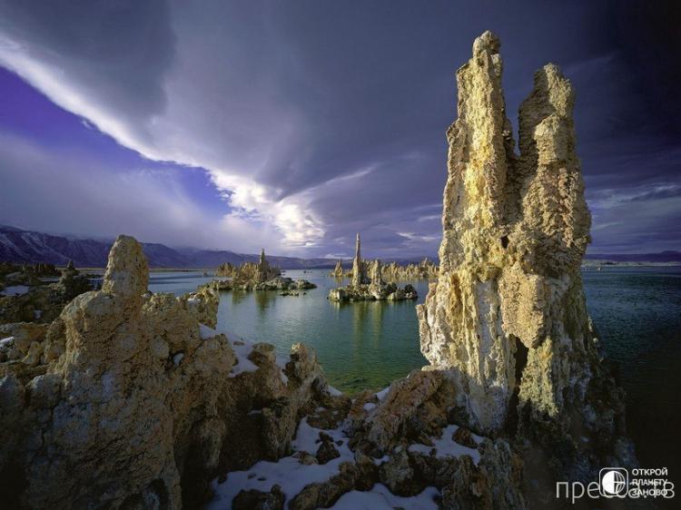 США, Калифорния. Колонны озера Моно (9 фото)