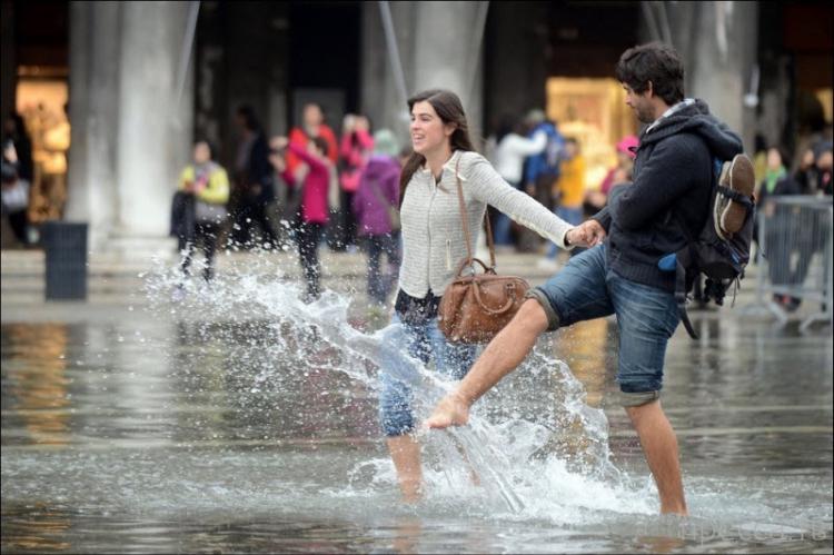 Фотографии наводнения из разных стран (14 фото)