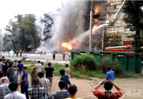 Страшный взрыв бензовоза возле отеля  Rixos в Алматы... Водитель погиб на месте. Жесть!!!