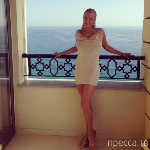 Анастасия Волочкова на отдыхе в Турции (4 фото)