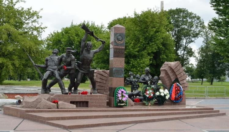 Брест – город воинской славы (16 фото)