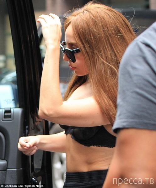 Леди Гага в четверг на улицах Манхэттена (8 фото)