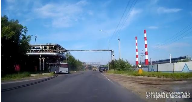 """""""Газель"""" не дала автобусу совершить обгон... ДТП в Сургуте"""
