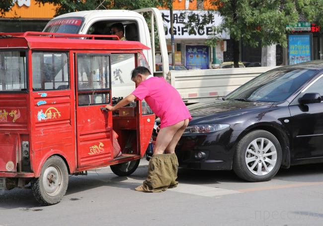 Голозадый китайский нарушитель... (8 фото)