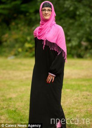 Женщина вынуждена носить хиджаб (4 фото)