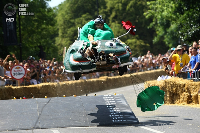 Red Bull Soapbox Race - шуточное соревнование на авторских миникарах (17 фото + видео)