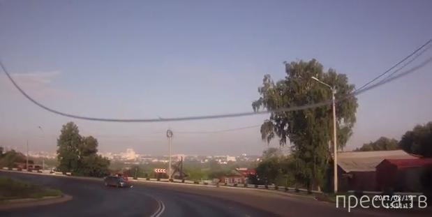 """Водятел на """"Мазде"""" подбил красную """"Калину"""" и поехал дальше... ДТП в Саранске, Мордовия"""