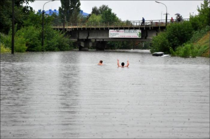 Небывалое наводнение в Луцке (12 фото)
