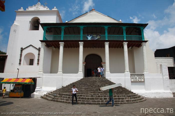 Гватемала. Репортаж с озера  Атитлан (11 фото)